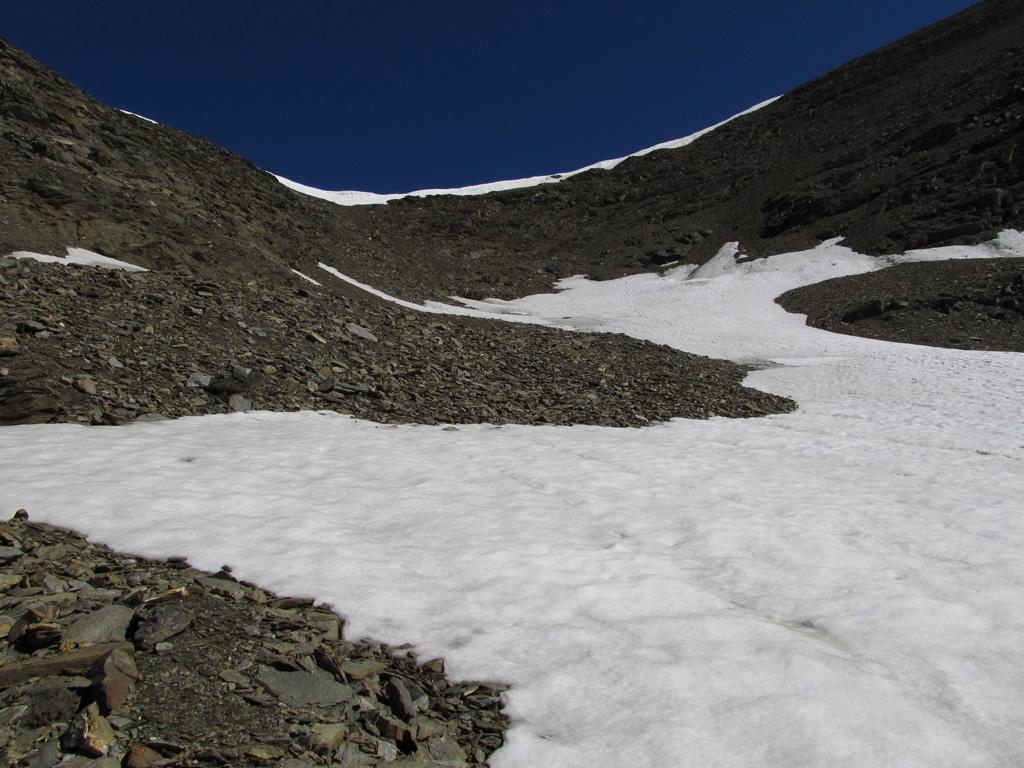 Dopo il nevaio il percorso si fa più faticoso