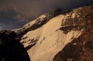 prime luci del sole sull'imponente Kang Yatze I (12-8-2011)