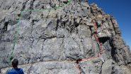 In verde itinerario alpinistico, in rosso i passaggio per l'escursionistica