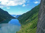il lago visto dalla via