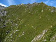 Il sentiero balcone che arriva dal Passo Avanzà.