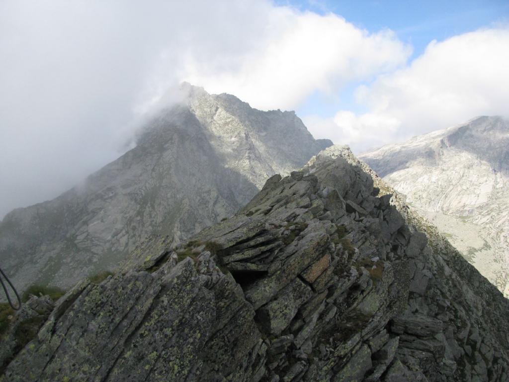 La cresta che unisce le Punte Manda e M. Colombo