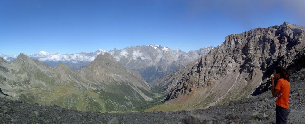 panorama sul vallone di Vessona sottostante....