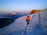 All'alba il sole illumina il Monte Disgrazia