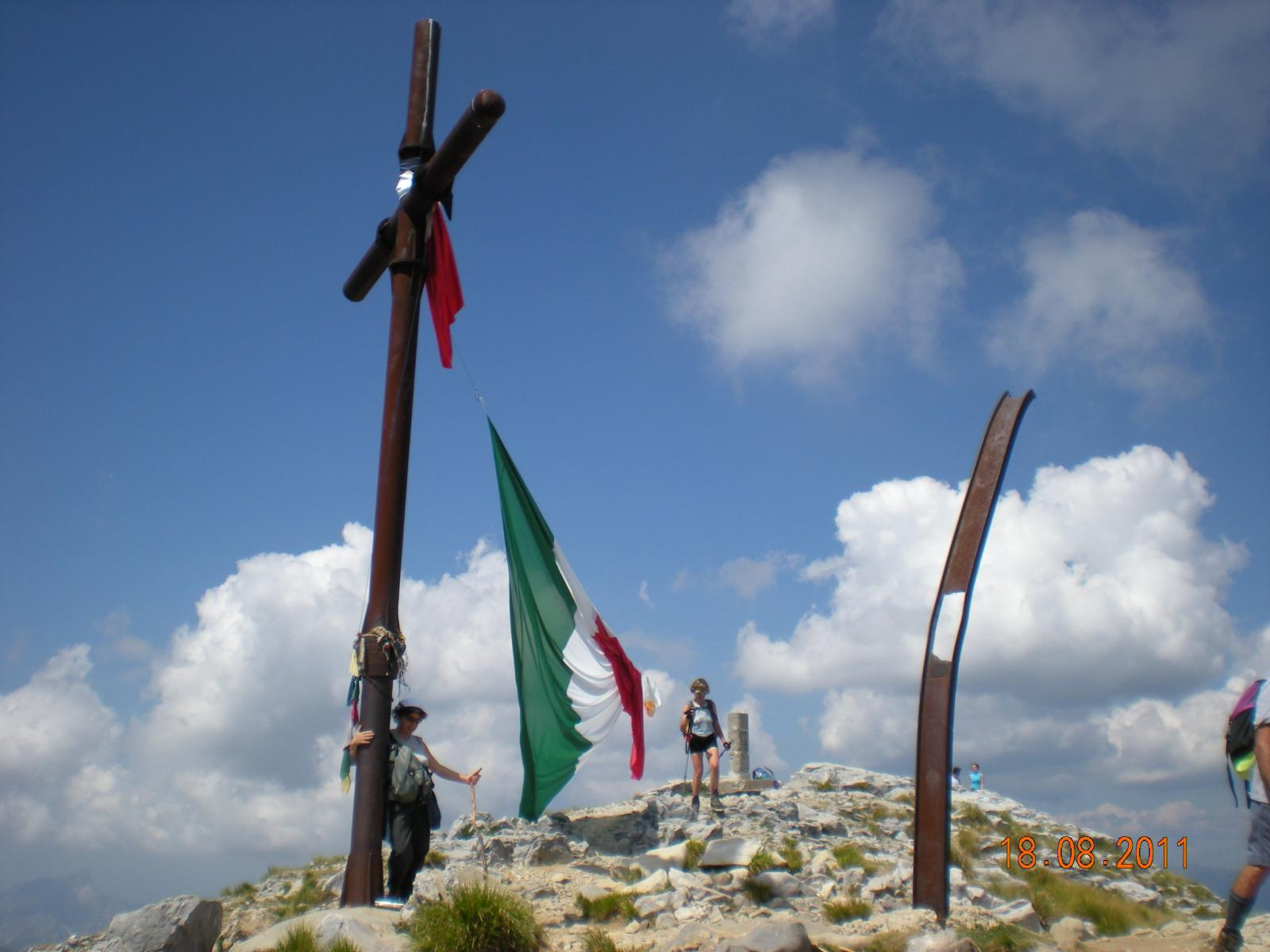 la Croce in vetta alla Pania