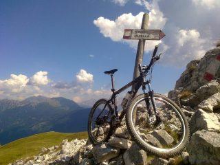 sentiero per il monte agnello