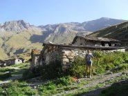 l'alpeggio appena sopra la ex casa di Einaudi,sullo sfondo ,al centro,la vetta..