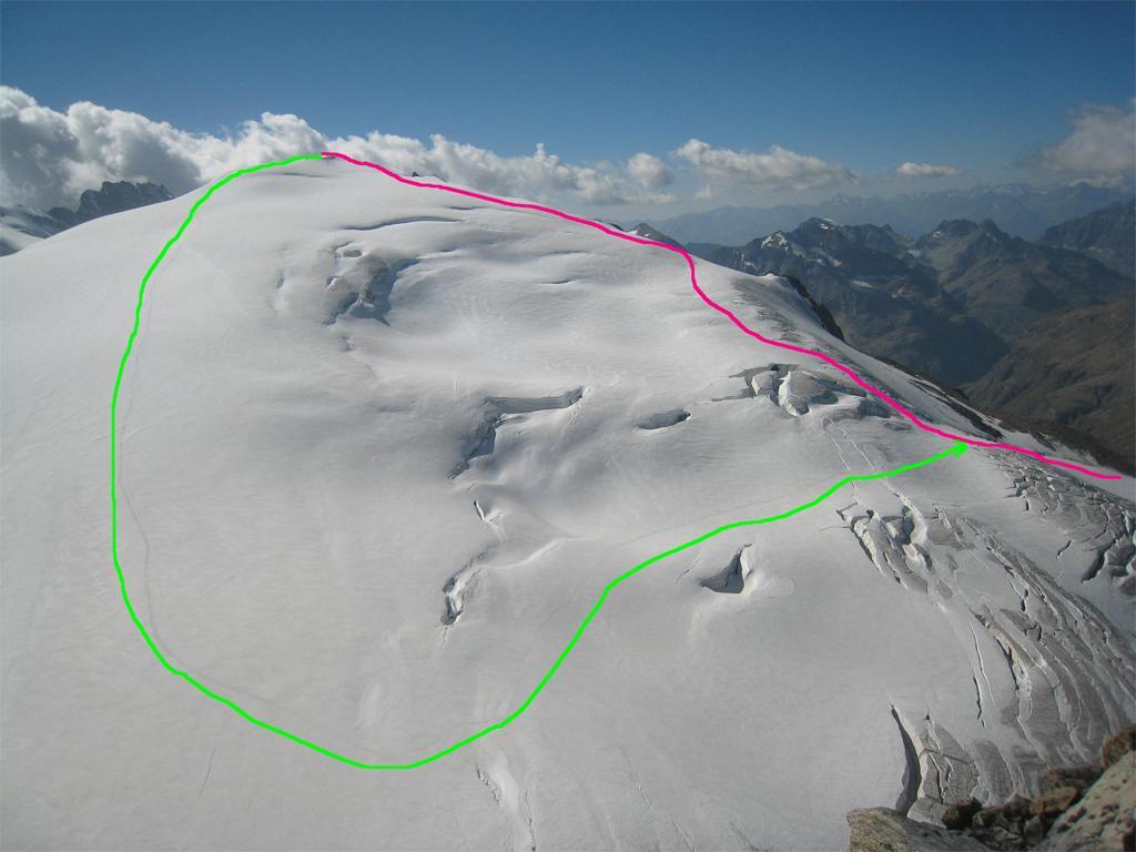 In rosso la salita per la Tete de la Valpelline,in verde la discesa viste dalla cima della Tete Blanche