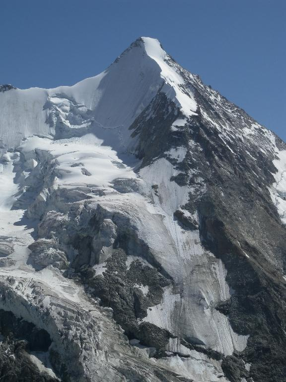 l'Obergabelhorn una montagna
