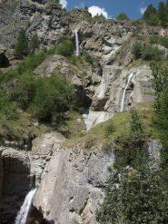 su per il sentiero delle cascate