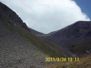 Visto dalla zona intermedia del vallone, il colle 3153 m