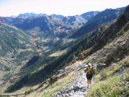 Laura poco prima del colle Bravaria, alle spalle il tratto percorso.