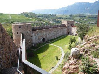 Uno dei cortili del Castello