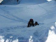 alpinisti in salita verso l'uscita in cresta