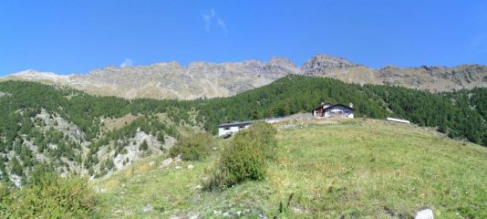 l'arrivo all'Alpe le Planes e panorama  della zona...