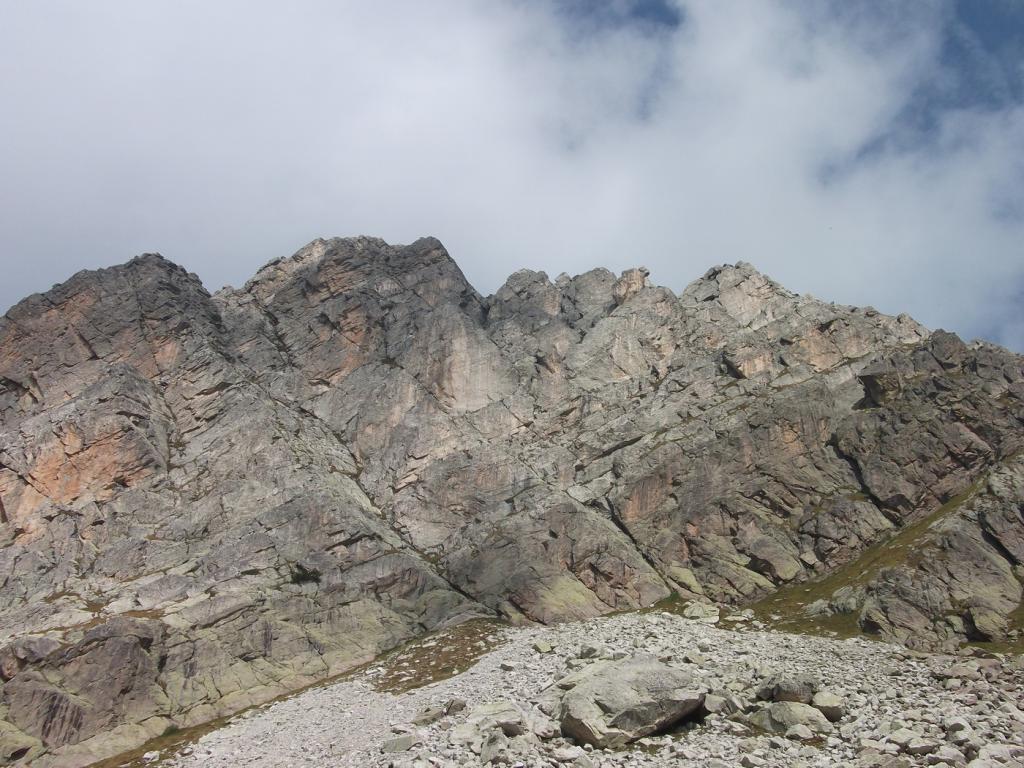 la cresta vista dal versante val Tanaro
