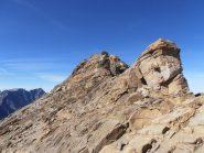 10 - la cima si raggiunge per facili roccette