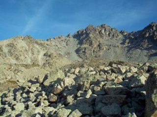 la cima delle Lobbie,la salita è per il ghiaione di sx