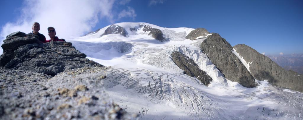 in vetta al Monte Cordine col Velan  e relativo ghiacciaio come sfondo...