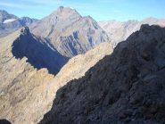 Percorrendo la cresta Ovest dell'Uja di Mondrone con sullo sfondo l'Uja di Ciamarella.