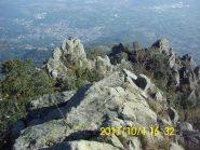 Percorso nella parte alta, tra rocce e zone erbose