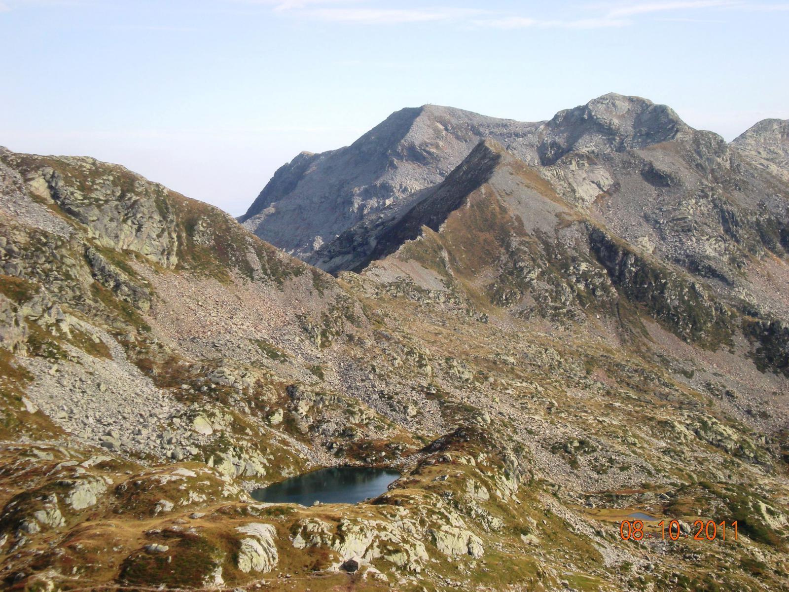 Lago Torretta, Colle Gragliasca, Gran Gabe (o Punta Gragliasca), Lei Long cartografico (piccolo), Lei Long topografico (grande) e sullo sfondo il Camino