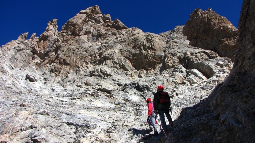 salendo nell'anfiteatro roccioso della parte alta della via (9-10-2011)