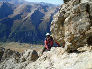 Stelvio supera una bell placca sotto il salto roccioso della cima (9-10-2011)