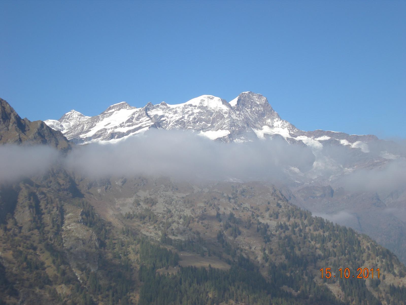 suggestiva vista del Monte Rosa dal Laghetto Stella