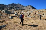 salendo un tratto pianeggiante in vista delle pietraie terminali (15-10-2011)