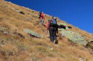 salendo lungo i pendii erbosi superiori della Fenilia (15-10-2011)