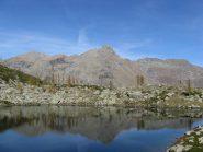L'uja di Mondrone si specchia nel Lago di Afframont