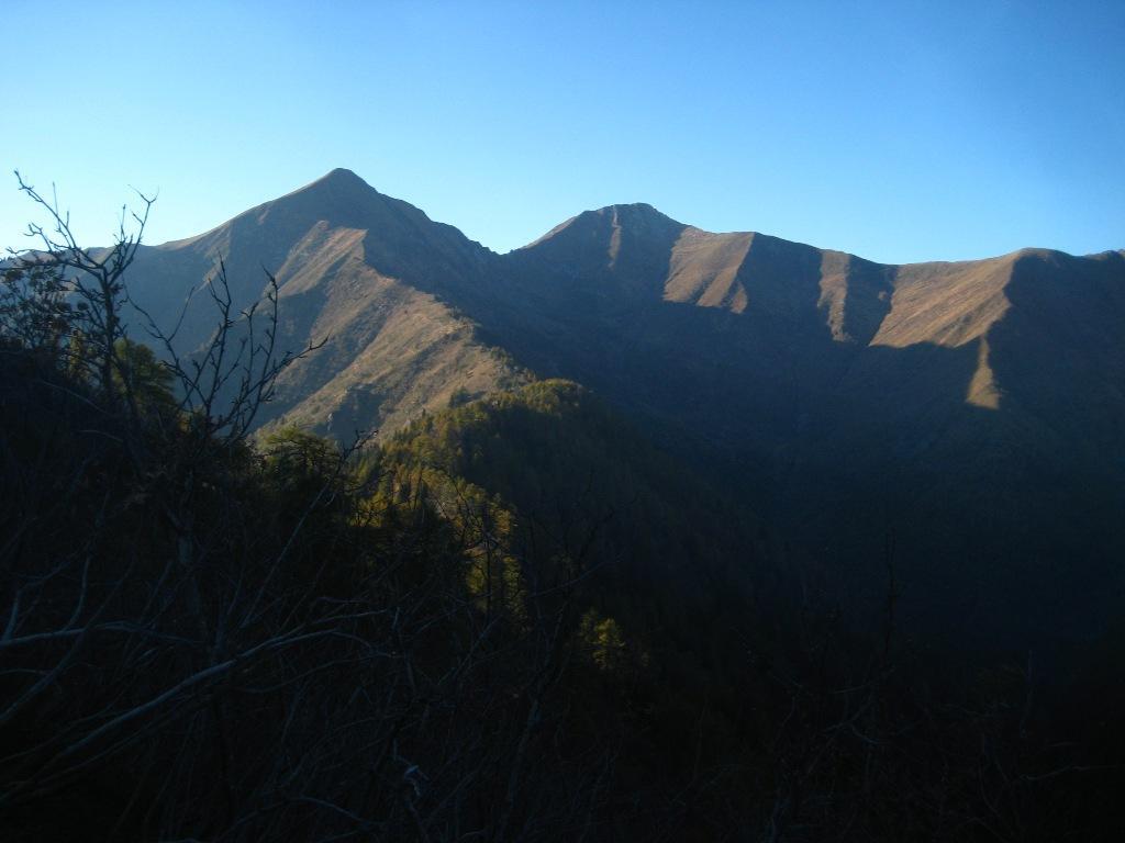 il percorso fino al passo di Basagrana (a dx)