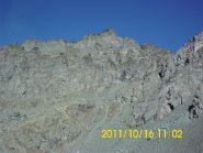 Granero dal Pian Mayt. La vis di salita attraversa in diagonale ascendente da dx a sx la parete