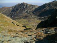 uno sguardo verso il vallone dove passa il sentiero 210