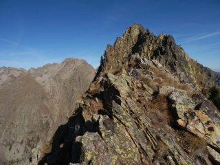 L'antecima  e la vetta viste dal punto della cresta in cui si arriva di arrivo
