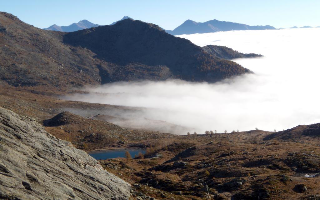 Le nebbie stazionano in valle.