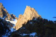 il primo sole del giorno sul Dent du Chien in Valle Stretta (30-10-2011)