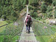 attraversamento su ponte tibetano