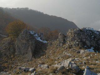 salendo l'ultimo tratto, uno sguardo indietro sul roccione da superare dal lato Valdieri