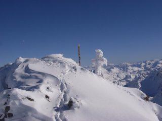 la croce inclinata verso il basso - sarà il peso della neve