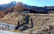 Inizio del sentiero nr. 11 e Becca d'Aver.
