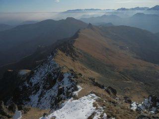 dall'antecima  q 2112, vista sulla dorsale che la collega alla Rocca Radevil