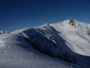 la lunga dorsale SE che si stacca dal Grumet, a dx campeggia il Grum e il suo versante E che si affaccia sulla Valle Grana