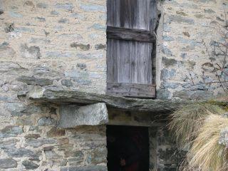 Particolari della mensola e ballatoio in pietra