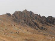 01 - salendo, bello scorcio della vicina Rocca Moross