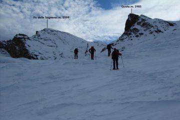 salendo verso il Colletto tra la Costa Sturana e la quota 2985 m. (10-12-2011)