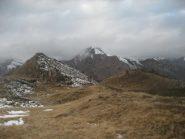 la cima Camughera e il percorso dal casotto degli impianti poco sotto il Moncucco