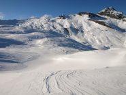 Discesa verso Lago Miserin, sullo sfondo a destra Bec Costazza (3092 m)