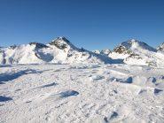Cima del Rascias (2782 m), sullo sfondo a sinistra Bec Costazza (3092 m), a destra Torre Ponton (3101 m)